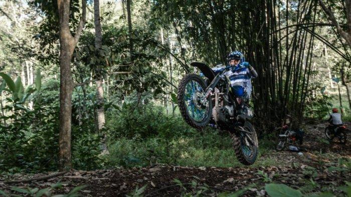Simak komponen yang diperlukan untuk memodifikasi motor trail adventure.