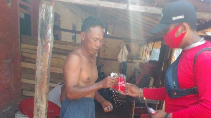 Dipimpin Eva Dwiana, MTRH Lampung Semprot Disinfektan dan Bagikan Masker di Kedamaian
