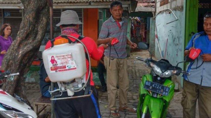 Dikomandoi Eva Dwiana, MTRH Lampung Semprot Disinfektan dan Bagikan Masker di Kedaton