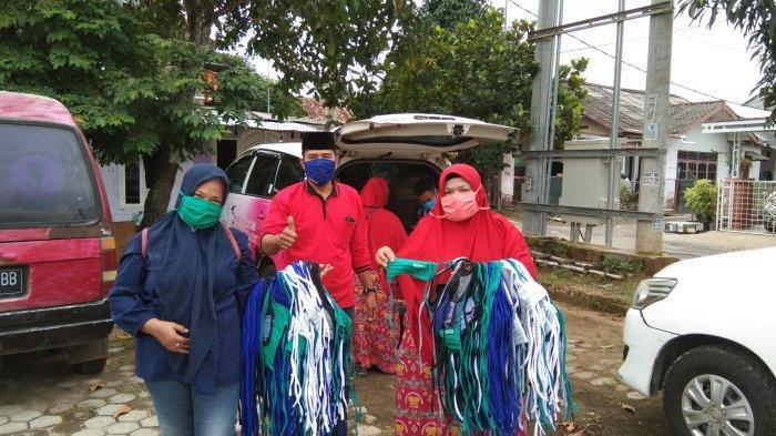 MTRH Lampung Semprot Disinfektan dan Bagikan 2.100 Masker Kain untuk Warga Kelurahan Rajabasa Raya