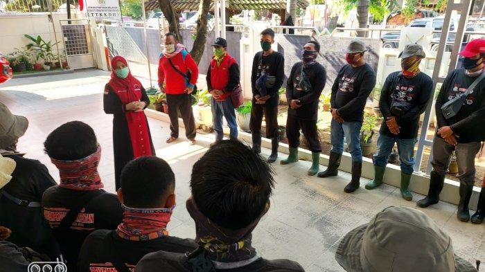 Didampingi Eva Dwiana, MTRH Lampung Semprot Disinfektan di Telukbetung Timur