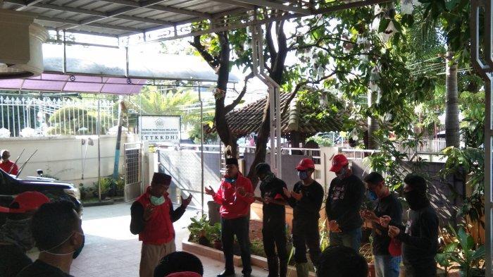 MTRH Lampung Semprot Disinfektan Secara Door to Door di 3 Kelurahan Kecamatan Sukabumi