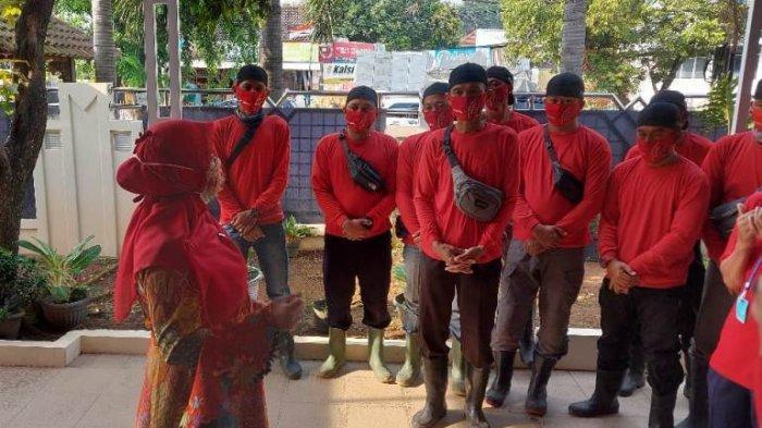 Dikomandoi Eva Dwiana, MTRH Lampung Semprot Disinfektan di Telukbetung Barat