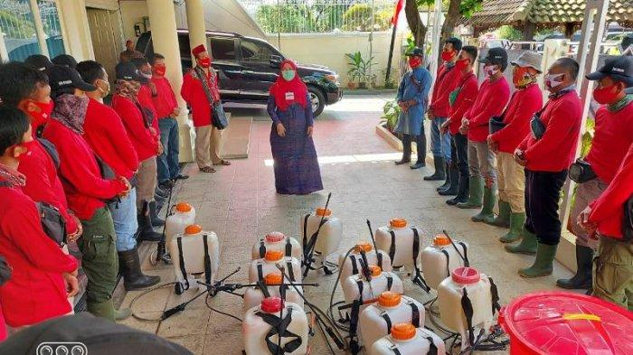 Dipimpin Eva Dwiana, MTRH Lampung Semprot Disinfektan di Tanjung Senang, Bandar Lampung
