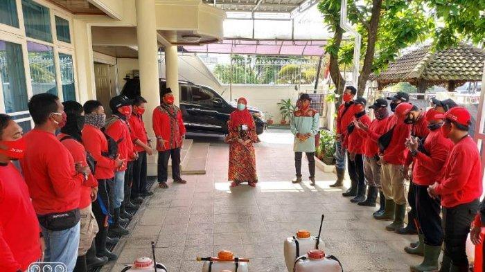 Ketua MTRH Lampung Eva Dwiana Pimpin Penyemprotan Disinfektan di Way Halim
