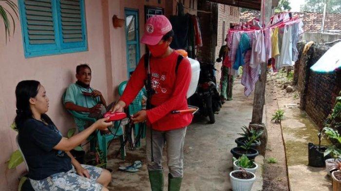 Dipimpin Eva Dwiana, MTRH Lampung Semprot Disinfektan dan Bagikan Masker di Tanjungkarang Pusat