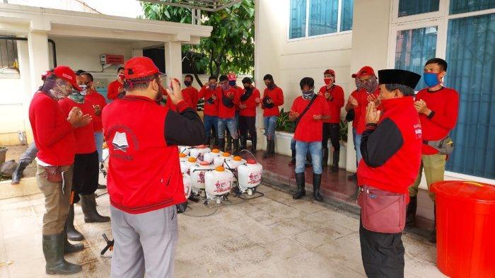 MTRH Lampung Semprot Disinfektan dan Bagikan Masker di Tiga Kelurahan Kecamatan Kemiling