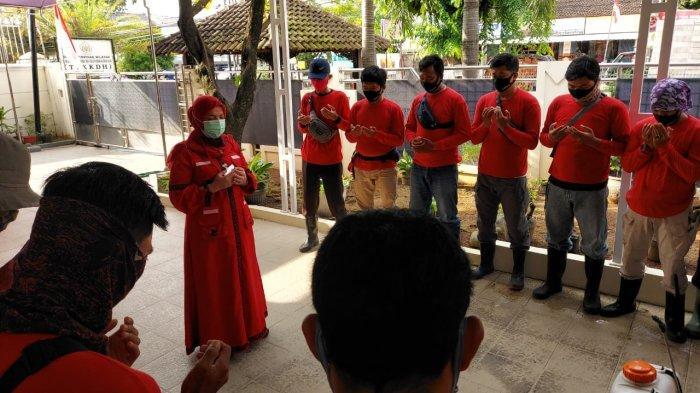 Dipimpin Eva Dwiana, MTRH Lampung Semprot Disinfektan diLabuhan Ratu