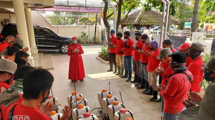 Dipimpin Eva Dwiana, MTRH Lampung Semprot Disinfektan di Sukarame