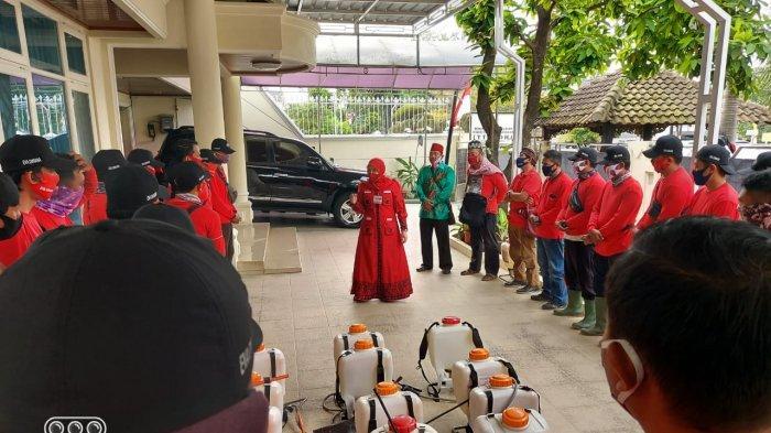 Dikomandoi Eva Dwiana, MTRH Lampung Semprot Disinfektan di Kedaton