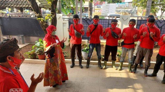 Ketua MTRH Lampung Eva Dwiana Komandoi Penyemprotan Disinfektan di Sukarame