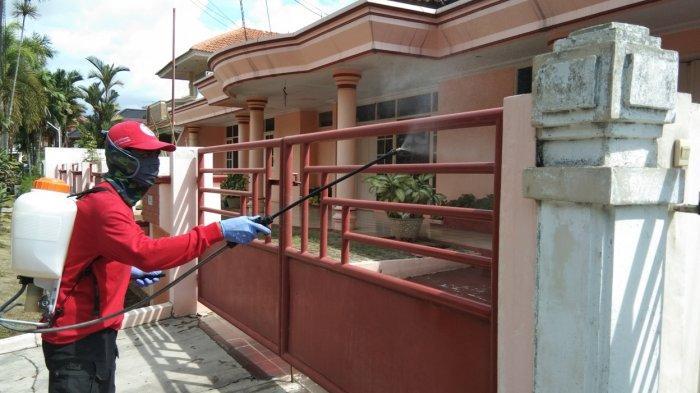 MTRH Lampung Semprot Cairan Disinfektan Rumah Warga di Kecamatan Kedaton