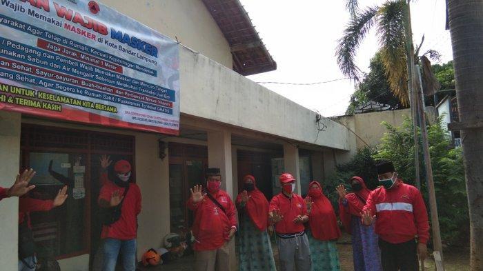 MTRH Lampung Semprot Cairan Disinfektan Rumah Warga di Telukbetung Utara