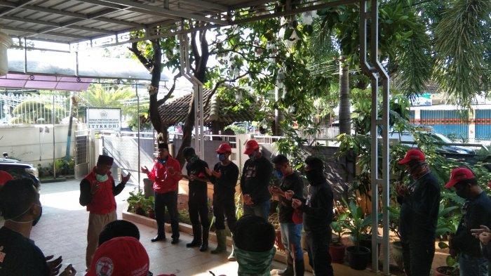 MTRH Lampung Semprot Disinfektan dan Bagikan Masker diTiga Kelurahan