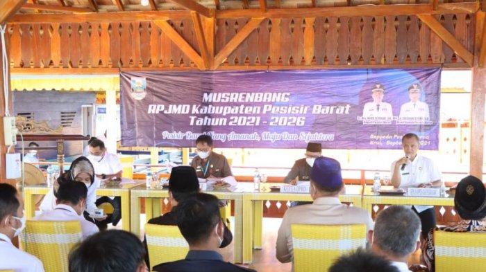 Bupati Pesisir Barat Agus Istiqlal: Pembagunan Daerah Bersinergi dengan Pemprov Lampung dan Pusat