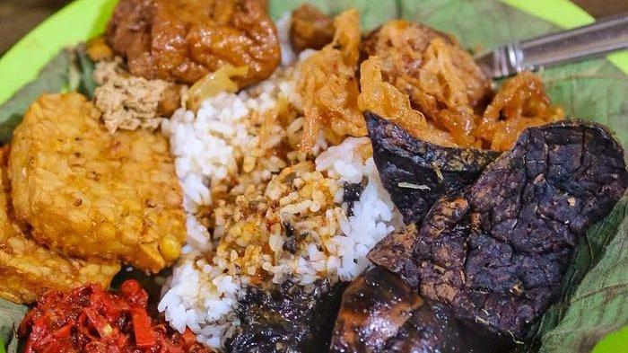 Cicipi 5 Kuliner Lezat di Jalur Mudik Brebes-Cirebon, Ada Nasi Jamblang Hingga Kupat Glabed