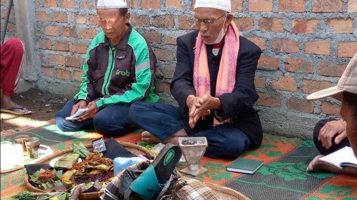 Mahasiswa Unila Teliti Tradisi Adat Ngebabali di Lampung Barat