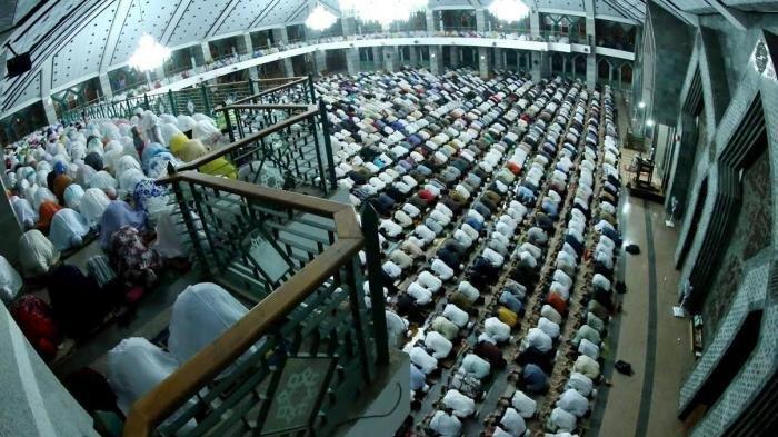 Bacaan Niat Sholat Tarawih dan Witir Bulan Puasa Ramadhan 1440 H 2019 Malam Pertama hingga Terkahir