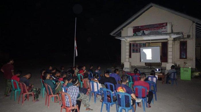 Warga Desa di Tulangbawang Lampung Nobar Film G30S/PKI