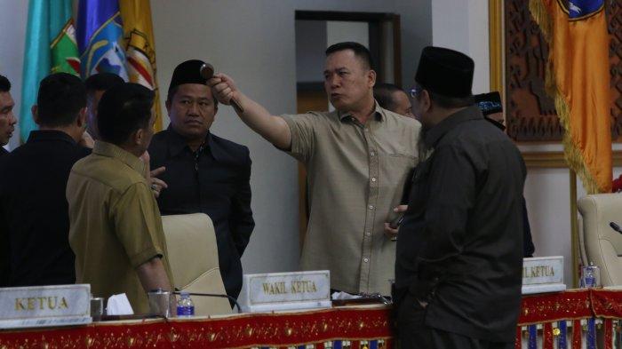Rapat Paripurna Pembentukan Pansus Politik Uang Pilgub Lampung 2018 Panas, Sampai Rebut Palu Sidang!