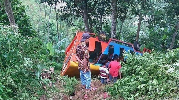Mobil Rombongan Pengantar Maskawin Kecelakaan Masuk Jurang, 4 Orang Tewas