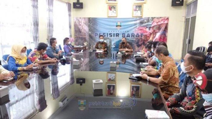 Pengembangan Pariwisata Pesisir Barat, Bambang Sumbogo Gelar Rapat dengan Kepala OPD