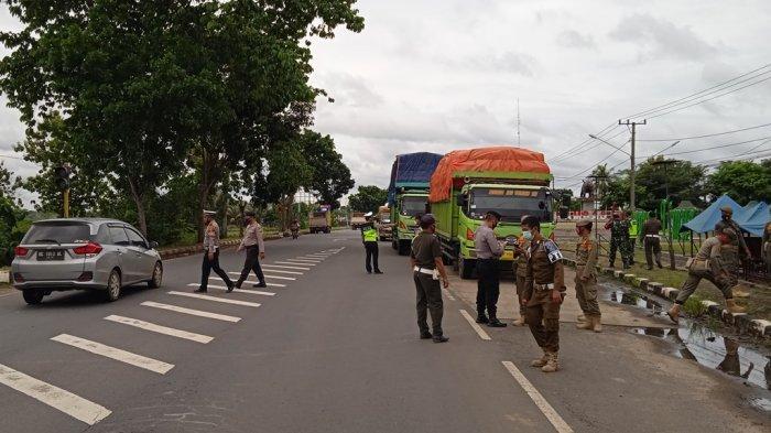 Tak Pakai Masker, Pengendara Motor dan Truk di Depan Kantor Bupati Lampung Timur Disanksi Push-up