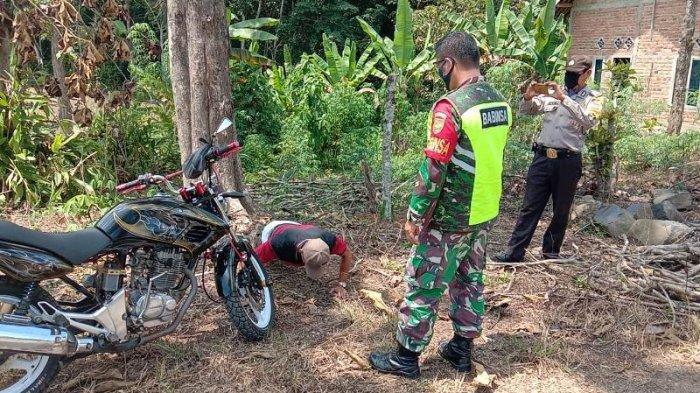 Anggota Koramil 427-06/Baradatu Laksanakan Operasi Yustisi Bersama Tim Gugus Tugas di Gunung Labuhan