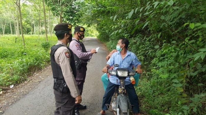 Operasi Yustisi, Sat Sabhara Polres Way Kanan Bagikan Masker Kepada Masyarakat