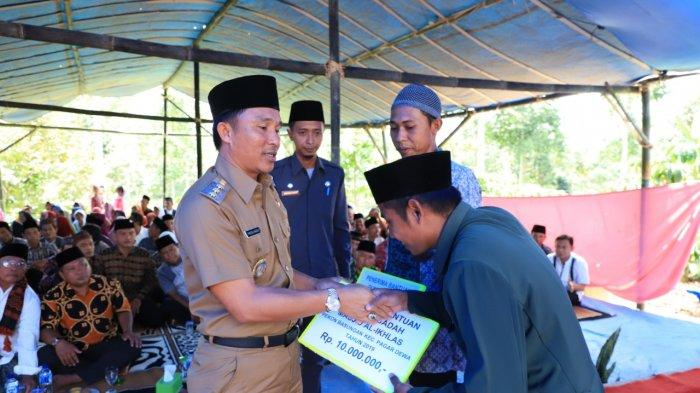 Bupati Lambar H. Parosil Mabsus Menghadiri Pelantikan Majelis Taklim Baitul Mukhlisin