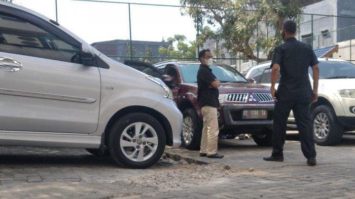 BREAKING NEWS Pajero Sport Jadi Korban Modus Pecah Kaca di Bank Lampung