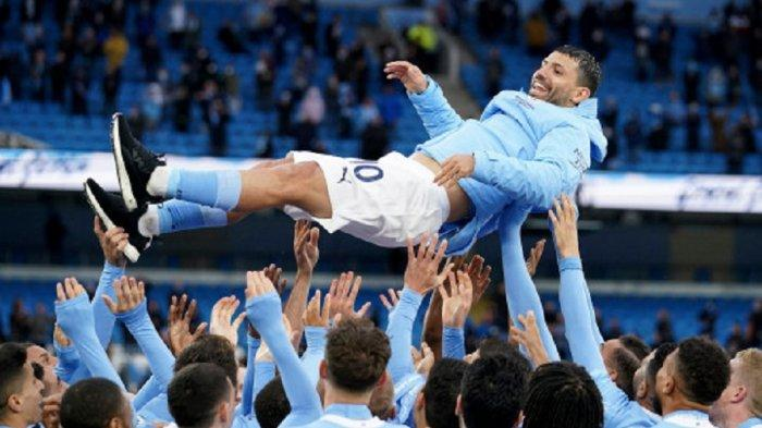 Bintang Man City Sergio Aguero mencetak dua gol dalam penampilan terakhirnya di Liga Premier untuk Manchester City saat timnya memastikan kemenangan 5-0 atas Everton pada hari terakhir musim ini.