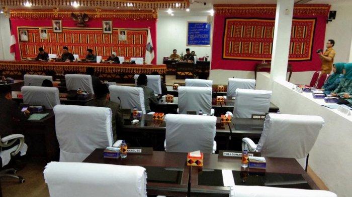 14 Anggota DPRD Lamsel Absen dari Rapat Paripurna Pengesahan 3 Raperda