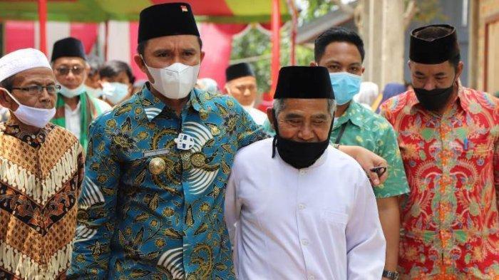 Hadiri Pengajian, Bupati Lampung Barat Serahkan Insentif Guru Ngaji, Imam dan Marbot Masjid