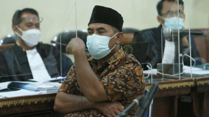 Sekretaris DPD Partai NasDem Lampung Tengah Paryono menjadi saksi dalam sidang perkara dugaan suap dan gratifikasi Lampung Tengah di Pengadilan Negeri Tanjungkarang, Bandar Lampung, Kamis (25/2/2021).