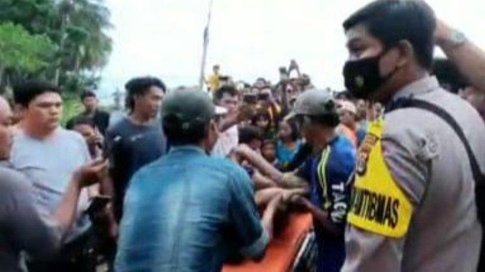 Proses evakuasi korban tenggelam, Nabila Daputri (18) warga Pekon Bangun Rejo, Kecamatan Banyumas, Kabupaten Pringsewu, dan Nabil Krastiyan Danu (21) alamat Pemenang, Kec. Pagelaran Kab Pringsewu, Lampung.