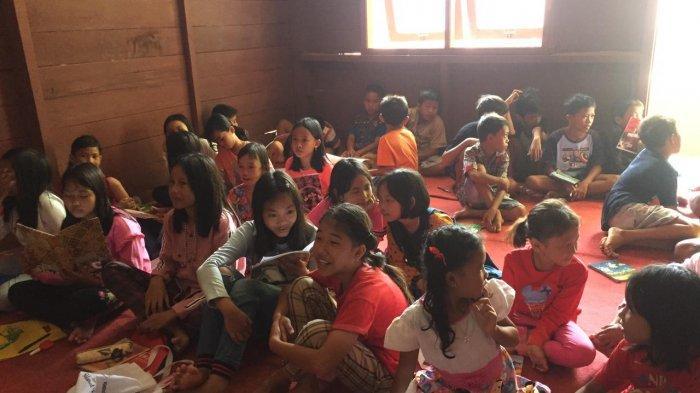 PBSA Edukasi Anak-anak Pesisir Barat Lampung Belajar Bahasa Inggris