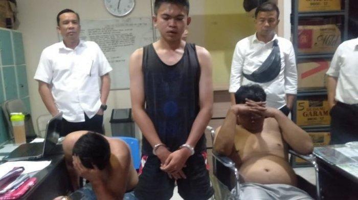 Pecatan Polisi Rampok Sopir Truk di Jalan Lintas Sumatera