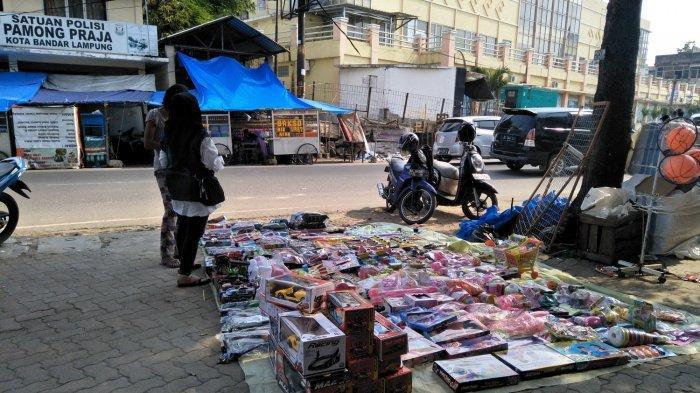 Manfaatkan Momen Idul Fitri 2019, Pedagang Mainan Dadakan Muncul di Pasar Bambu Kuning