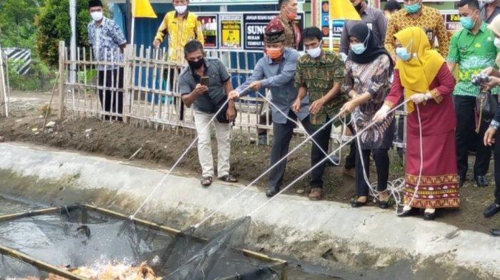 Pekon Kejadian Tanggamus Terima Bantuan Ribuan Ikan Air Tawar sebagai Modal Budidaya Warga