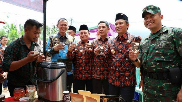 Bupati Lampung Barat Parosil Mabsus Pacu Perkembangan Pekon