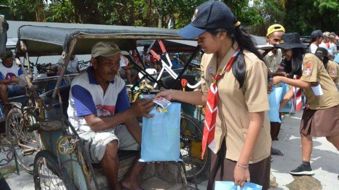 Ratusan Pelajar Kumpulkan 290 Paket Sembako untuk Pengayuh Becak di Pringsewu