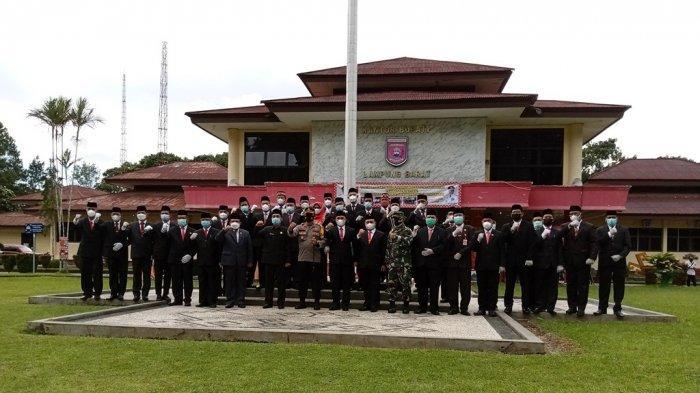 Sumpah 17 Pejabat Eselon II Lampung Barat, Parosil Mabsus: Jangan Hanya di Belakang Meja