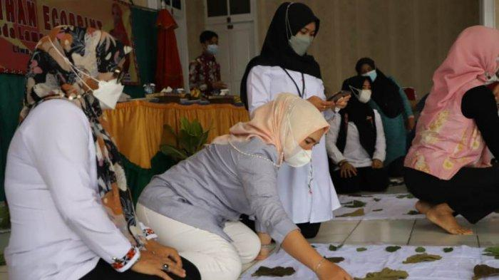 Dekranasda Lampung Barat Gelar Pelatihan Ecoprint Diikuti 32 Peserta
