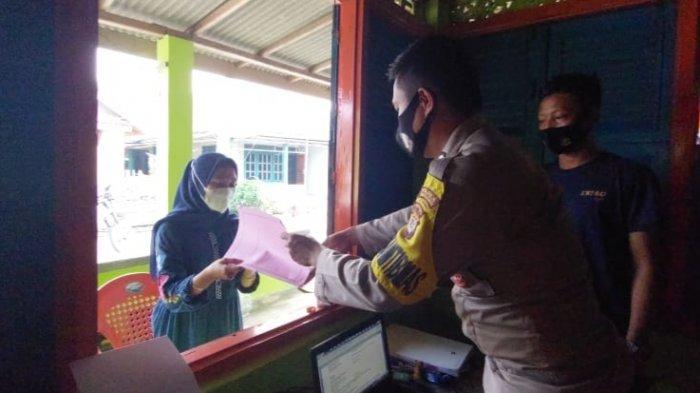 Polsek Cukuh Balak Terbitkan 4 SKCK untuk Warga di Pulau Tabuan