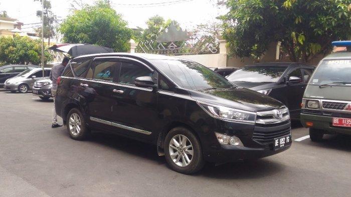 Sembunyi di Dalam Mobil, Hendra Wijaya Ikut ke Pengadilan Negeri