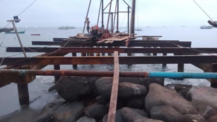 Break Water Pelabuhan Perikanan Kota Agung Lampung Dibangun dengan Tiang Pancang