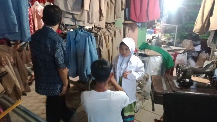 PTM Dimulai, Penjualan Seragam Sekolah Mulai Meningkat di Pasar Gisting Lampung