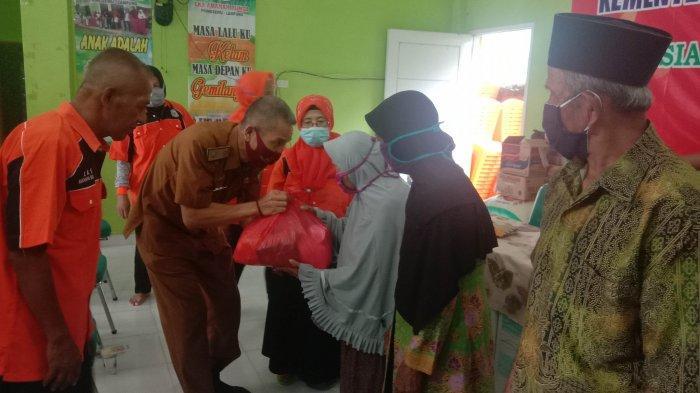 200 Lansia di Pringsewu Dapat Bantuan Sembako dari Kemensos RI