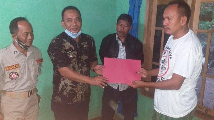 Disnaker Lampung Berikan Tali Asih untuk Keluarga ABK Hasan Apriadi
